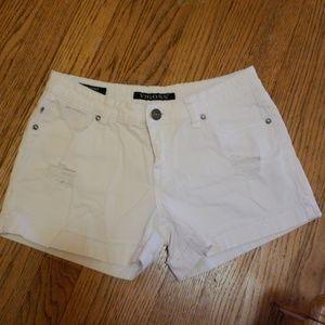 Girls vigoss white shorts in great condition.